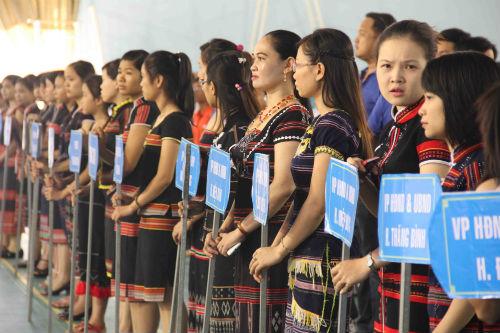 Các thiếu nữ Cơ Tu xinh xắn tại ngày hội giao lưu
