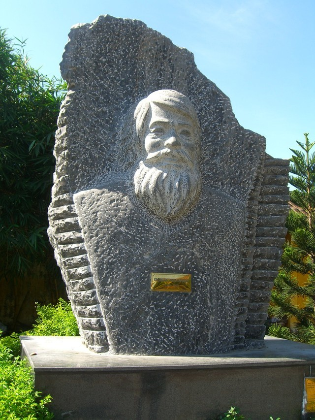 The bust of Kazic in Hoi An city.