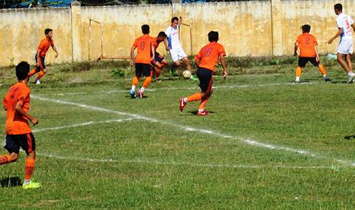 Trận chung kết giữa đội bóng xã Quế Xuân 1 và Quế Thuận diễn ra sôi nổi vào chiều 16.8.