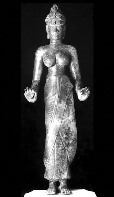 Tượng Quán Thế Âm hay Laksmindra-Lokesvara, nữ thân, đúc bằng đồng, thế kỷ 9, cao 115cm, phát hiện năm 1978, tại Phật viện Đồng Dương, hiện bảo quản tại Bảo tàng Điêu khắc Chăm - Đà Nẵng. Pho tượng này đã được công nhận là Quốc bảo. Tượng hiển lộ những đặc điểm tạo hình của nghệ thuật Phật giáo Chămpa trên khuôn mặt có đôi mắt khảm vàng và đá quý, y phục sa-rông kép, v.v.