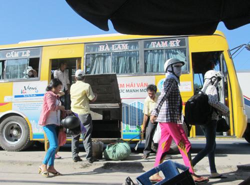 Cần xử phạt thật nghiêm đối với xe buýt đậu đỗ vô tội vạ, mở cửa khi xe đang chạy.