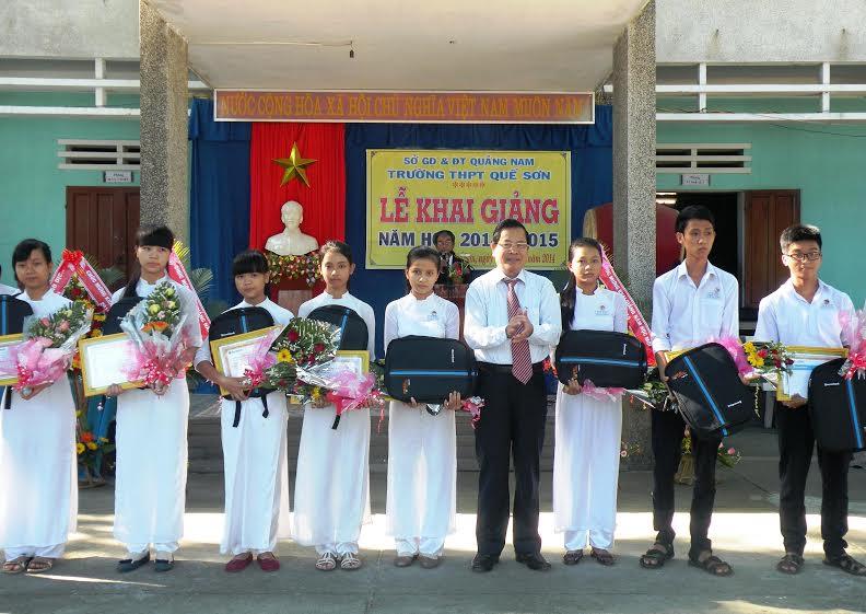 Trưởng Ban Tổ chức Tỉnh ủy Trần Xuân Thọ dự lễ khai giảng trường