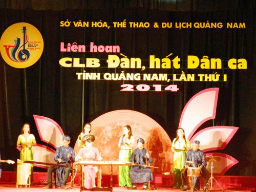 CLB Đàn, hát dân ca xã Bình Triều với sự chăm chút, đầu tư kỹ lưỡng từng loại nhạc cụ.ảnh: S.ANH