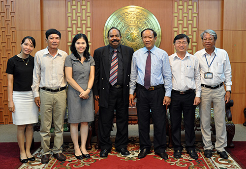 Mr Dinh Van Thu, Vice chairman of Quang Nam provincial People's Committee welcomed the delegation of the World Vision Organisation in Vietnam working in Quang Nam.