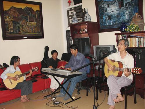 Một đêm nhạc tại không gian gia đình ở Hội An. Ảnh: X.HIỀN