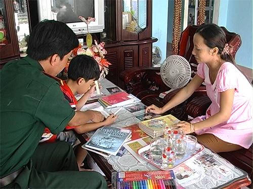 Tổ ấm hạnh phúc của cô giáo Lê Thị Bích Liên và Trung úy Nguyễn Xuân Trung. Ảnh: A.TRANG