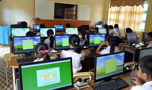Dàn máy vi tính của Trường Tiểu học số 2 Duy Phước (Duy Xuyên) do Văn phòng Cơ quan hợp tác quốc tế Hàn Quốc (KOICA), Trường Đại học Chungwoon tài trợ.