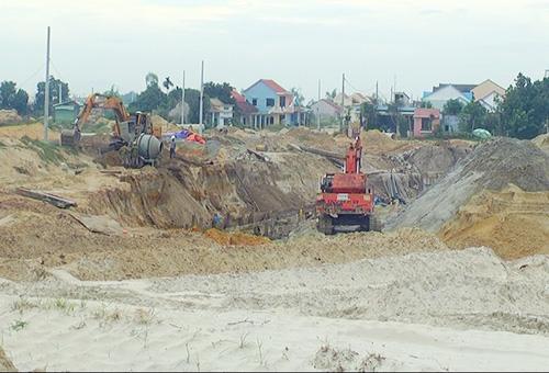 Nhiều khu dân cư ở Hội An đã xây dựng nhưng vẫn chưa hoàn chỉnh do thiếu vốn.