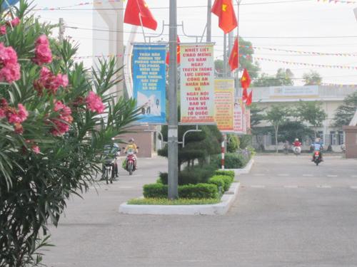 Đường Chiến Thắng (phường Hòa Hương) được công nhận tuyến phố văn minh đầu tiên ở Tam Kỳ có sự đóng góp không nhỏ của cán bộ thôn. Ảnh: CHÂU NỮ