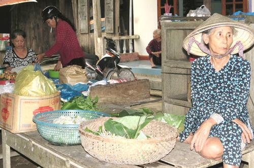 Một góc chợ quê Khánh Bình (Nông Sơn). Ảnh: B.L