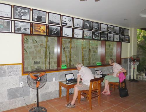 Gần 100 tác phẩm nhiếp ảnh được trưng bày với mục đích kinh doanh tại khách sạn Thiên Đường Xanh, Hội An. ảnh: Đặng Kế Đông