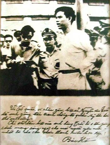 Anh Nguyễn Văn Trỗi tại pháp trường và bút tích của Bác Hồ.