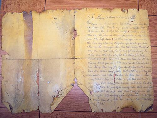 Bức thư của cha mà ông Mai vẫn còn lưu giữ. Ảnh: TRẦN VŨ