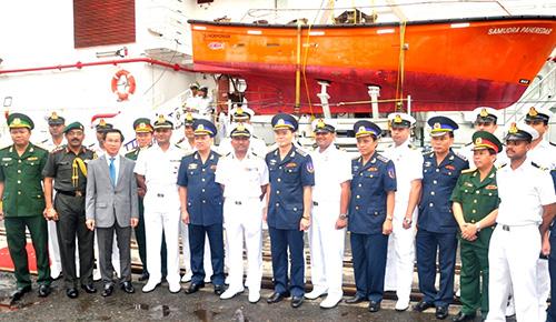 Tàu Samudra Paheredar của lực lượng Bảo vệ bờ biển Ấn Độ cập cảng Tiên Sa, Đà Nẵng.