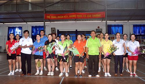 Lãnh đạo Văn phòng Tỉnh ủy động viên các vận động viên trước giờ thi đấu