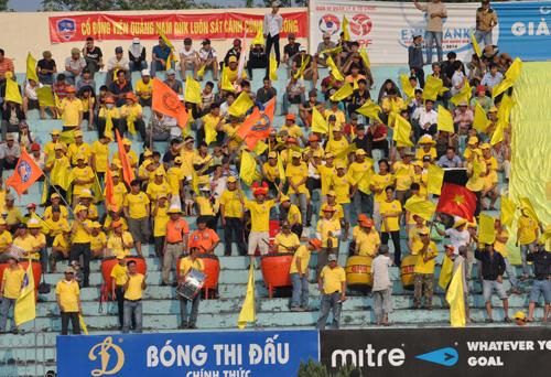 Cùng với cổ động viên, việc ra đời của QFF sẽ có tác động tích cực đến thành tích của đội bóng QNK Quảng Nam. Ảnh: A.NHI