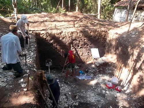 Khai quật ở di chỉ Bàu Dũ, ngày 15.8.2014. Ảnh: T.V