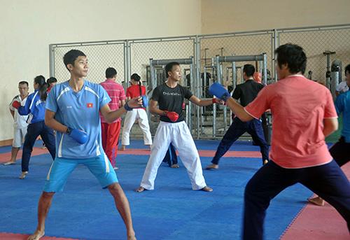 Vận động viên Karatedo Bùi Như Mỹ (trái), niềm hy vọng giành HCV của Quảng Nam tại đại hội TD-TT toàn quốc sắp tới. Ảnh: T.VY