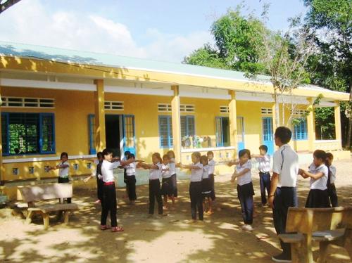 Trường Tiểu học Tiên Cảnh 1, một trong những điểm sáng về giáo dục của huyện Tiên Phước.Ảnh: N.HƯNG