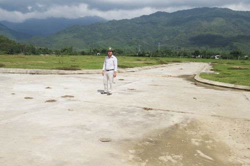 Suốt nhiều năm qua, việc thi công khu TĐC Gò Dinh vẫn ì ạch. Ảnh: H.L