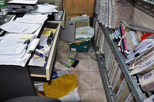 Trộm lục tung giấy tờ tại Phòng LĐ-TB&XH.
