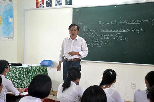 Thầy giáo Nguyễn Thành Khoa. Ảnh: X.PHÚ