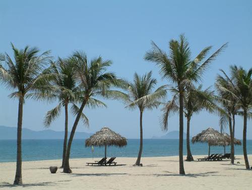 Bãi biển Hà My là điểm du lịch hấp dẫn của xã Điện Dương.
