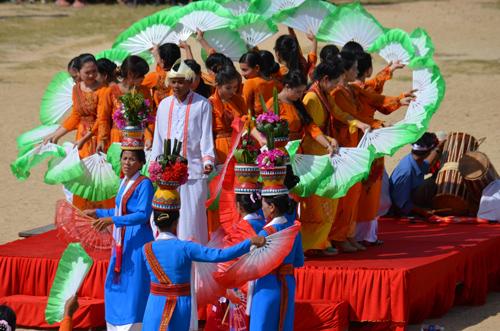 Múa quạt tại Lễ hội Katê, làng Hữu Đức, Ninh Thuận, 2014 (ảnh minh họa). Ảnh: V.V.T