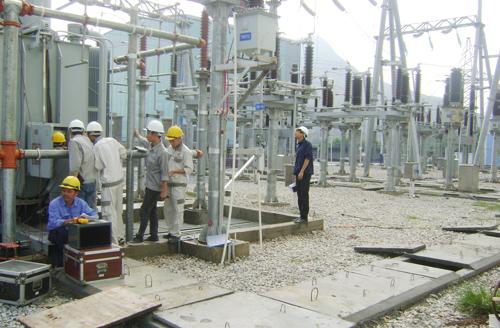 Thí nghiệm trạm biến áp 110kW để chuẩn bị phát điện.Ảnh: TÂM LÊ