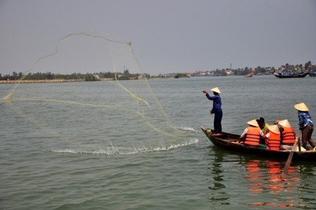 1.Casting a net on the Hoai River