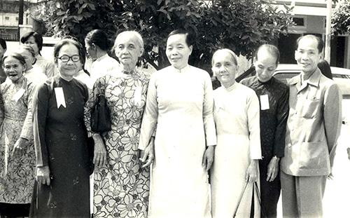 Chị Nguyễn Thị Thanh (thứ 4, từ phải qua).