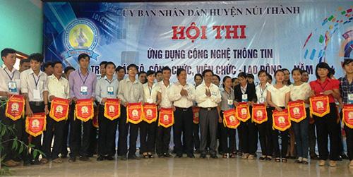 Hội thi ứng dụng CNTT phục vụ CCHC huyện Núi Thành.Ảnh: H.L