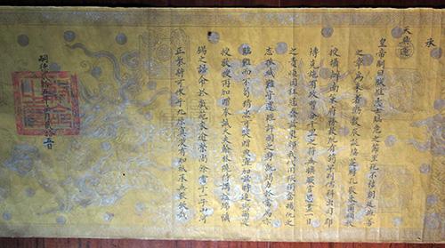 Tờ chế của vua Tự Đức ban cho cụ Nguyễn Hữu Quân.