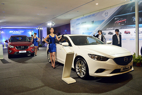 Displaying Thaco – Mazda cars in the ceremony