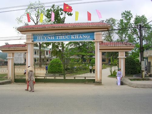 Trường THPT Huỳnh Thúc Kháng là một trong những trường sẽ đầu tư để sớm đạt chuẩn. Ảnh: X.P
