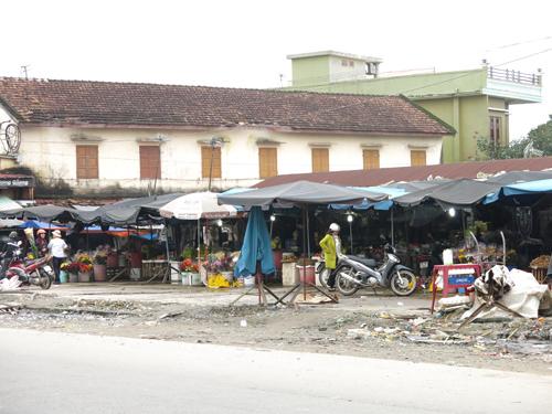 Khu chợ cũ nhếch nhác sắp được di dời.