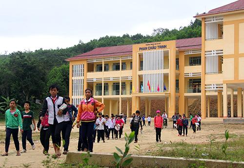 Cơ sở khang trang kiên cố của Trường THCS Phan Châu Trinh xã Sông Kôn.  Ảnh: ALĂNG NGƯỚC