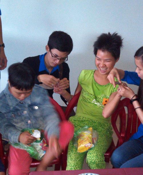 Sinh viên Nguyễn Đăng Khoa trong một chuyến tham gia công tác xã hội (ảnh nhân vật cung cấp).