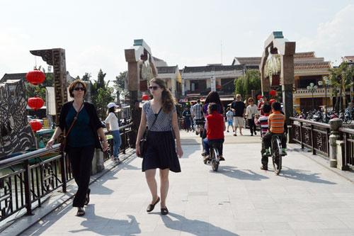 Với những thuận lợi trong năm 2015, du lịch Quảng Nam hứa hẹn sẽ đón được 3,85 triệu lượt khách tham quan. Ảnh: VĨNHLỘC