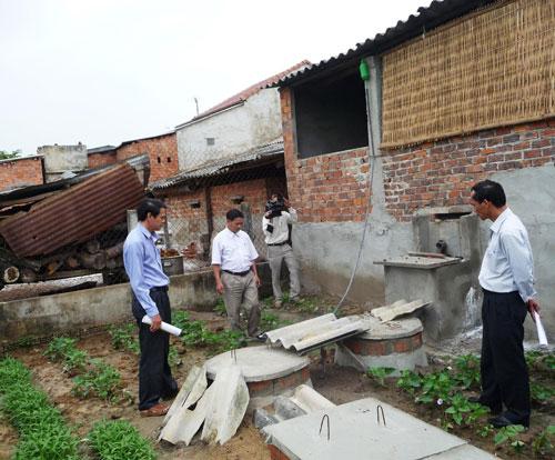 Đối với chăn nuôi nhỏ lẻ, cần tích cực vận động người dân xây dựng hầm khí biogas để xử lý chất thải.  Ảnh: N.S