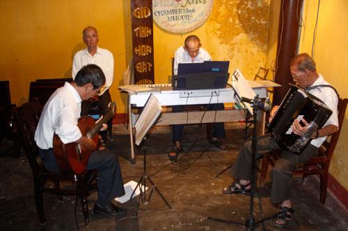 Ban nhạc Cung đàn xưa - dấu ấn một thời ở Hội An nay đã không còn. (ảnh chụp năm 2010).