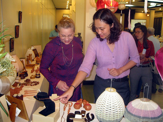Việc xây dựng sản phẩm quà tặng lưu niệm du lịch cũng luôn được các chuyên gia UNESCO khuyến khích, ủng hộ.