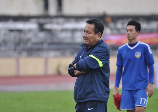 HLV Hoàng Văn Phúc tìm trận thắng đầu tiên khi dẫn dắt QNK Quảng Nam.