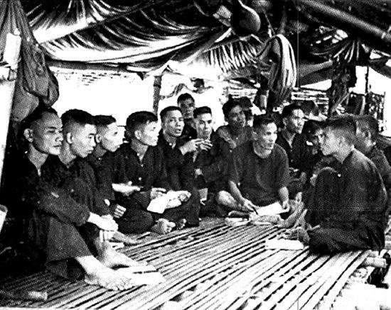 Học tập Nghị quyết 15 của Ban Chấp hành Trung ương Đảng (khóa II) tại miền núi Quảng Nam - Đà Nẵng vào tháng 6.1959.Ảnh tư liệu