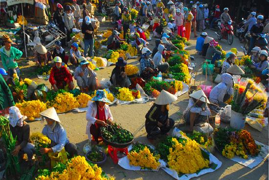 Chợ hoa góp phần làm không khí thêm xuân. Ảnh: Internet.