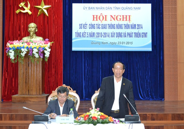 Phó Chủ tịch Thường trực UBND tỉnh Đinh Văn Thu chủ trì hội nghị.