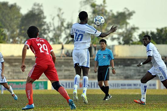 Là người ấn định tỷ số 3 - 1 trong trận thắng Đồng Nai hồi cuối tuần, Patiyo (áo số 10) ghi đã được 5 bàn thắng sau 5 trận đấu.  Ảnh: ANH SẮC