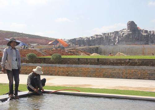 Công trình Tượng đài Mẹ Việt Nam anh hùng sẽ hoàn thành đúng tiến độ, kịp khánh thành vào dịp 24.3.               Ảnh: MINH HẢI