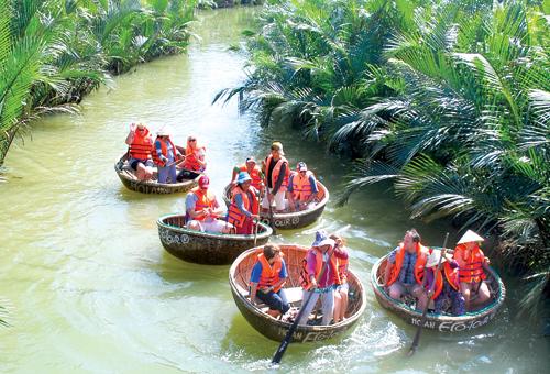 Du lịch sinh thái thân thiện với môi trường là hướng đi mà Quảng Nam đang phát triển. Ảnh: MINH HẢI
