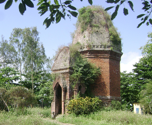 """Tháp Bằng An được xem là một """"linga"""" vĩ đại nhất.Ảnh: VĨNH LỘC"""